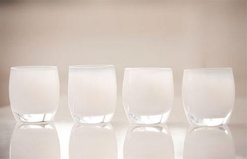 vaso blanquecino