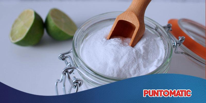Limpiar con bicarbonato: los múltiples usos del producto estrella de la casa